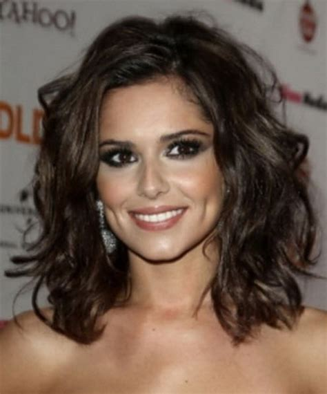 shoulder length haircut for wavy hair medium length layered haircuts for curly hair
