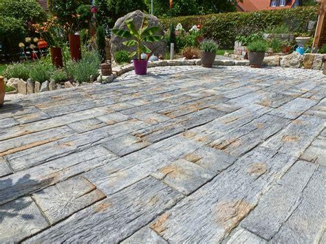 terrassenplatten bilder markante terrassenplatten in bahnschwellenoptik rimini