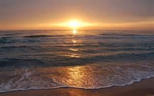 фото девушки на закате на море