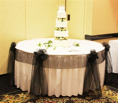 wedding cake table centerpieces chicago cake table decoration weddingbee photo gallery