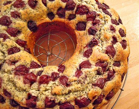 lpg kuchen mit kirschen marmorkuchen mit kirschen kuchen appetitlich foto
