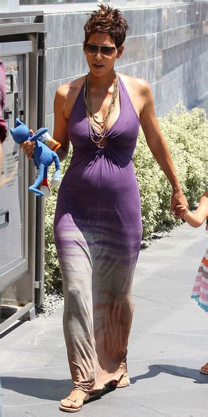 Best Maternity Style Halle Berry by Fab Halle Berry S Best Pregnancy Looks Part Deux