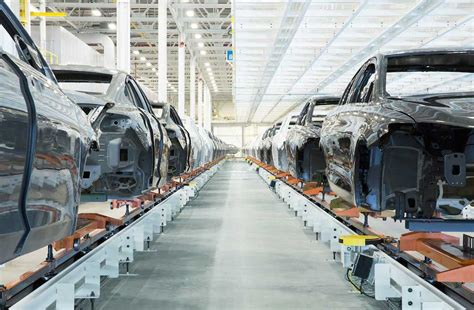 car factory chrysler car factory tour shows consumers how 200