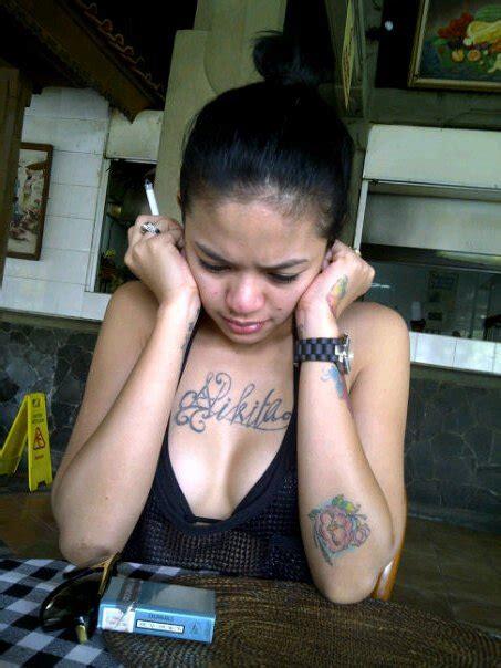 tato di punggung nikita tato nikita mirzani di dadanya hot artis musisi indonesia