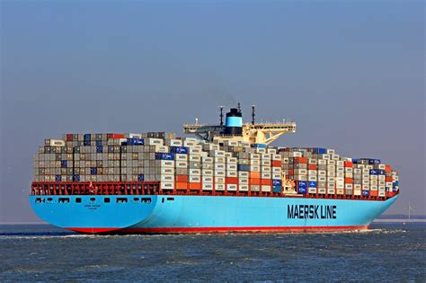 catamaran container ship emma maersk the world s largest container ship netwave