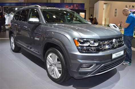 volkswagen dubai vw teramont front three quarters at 2017 dubai motor