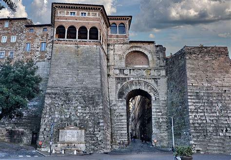 Arco L Wiki by Arco Etrusco