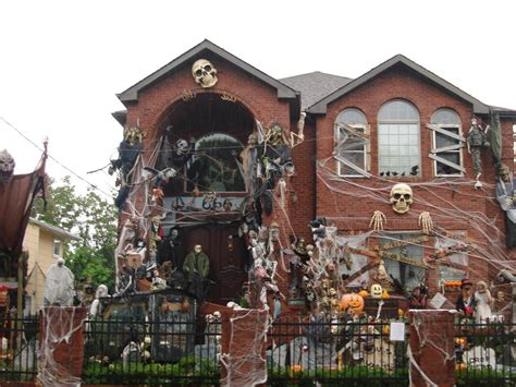 pictures of houses decorated for 8 homeowners who took halloween decorations to the next