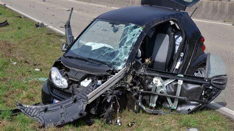 Auto Subwoofer Unterm Sitz by Ketsch Br 252 Hl Schwerer Unfall Auf L599 Smart Rast In Lkw