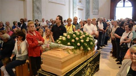 madonna delle ghiaie di bonate sopra migliaia di fedeli per l addio ad adelaide quot una donna