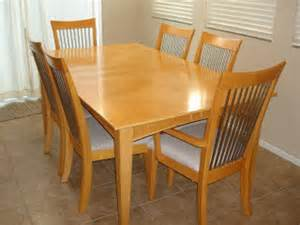 Maple Dining Room Table And Chairs Moving Sale Maple Dining Room Table Set W 6 Chairs And Removable Leaf