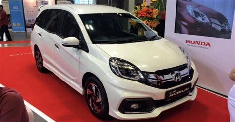 honda mobilio rs launched  inr  lakhs  singapore