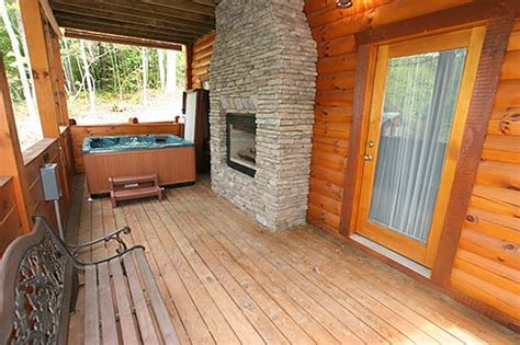 Gatlinburg Cabins With Tub by Quot Honeymooner S Blue Quot Gatlinburg Cabin In Gatlinburg Tn