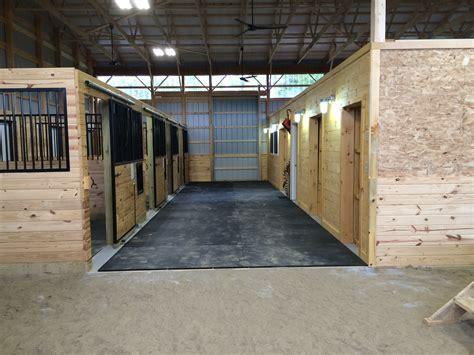 Rubber Horse Stall Mats   Custom Interlocking Horse Stall Mats
