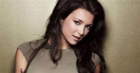 verizon commercial actress lily lily at milana vayntrub hot girls wallpaper