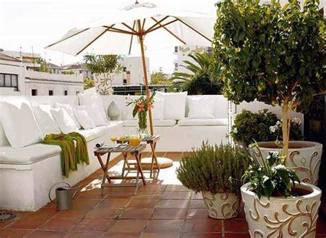 para 237 so blanco en grecia de estilo moderno con toques r 250 sticos moderne dachterrasse gestalten designer ideen als