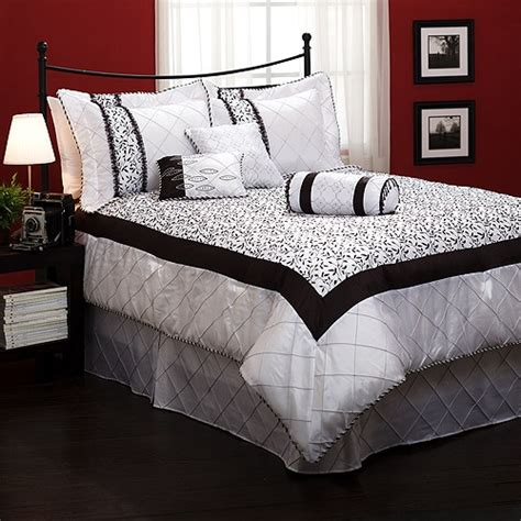 great black and white bedding for a paris themed room