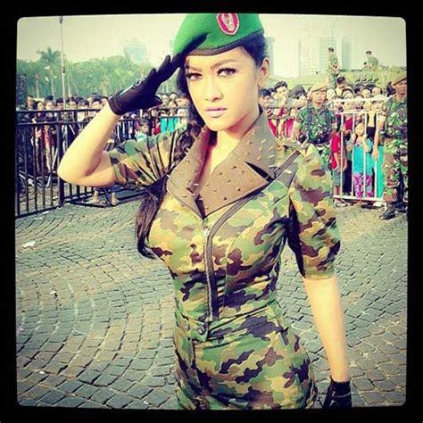 a a istri ayesa f a foto penilan julia perez jadi tentara seksi 1