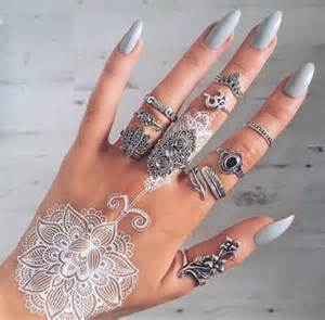 nails rings and henna on the hunt