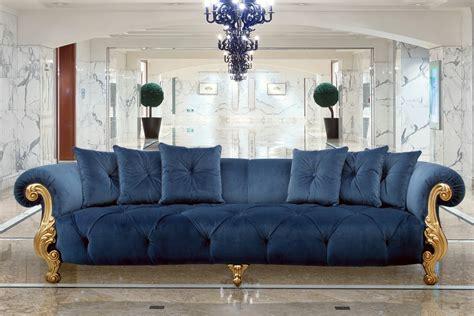 divani classici in stile divano 3 posti con finitura oro stile classico di lusso