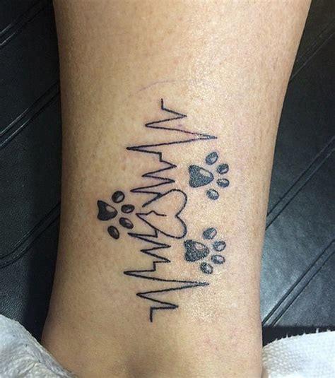 tatoo poignet heartbeat battement de coeur photo un tatouage animalier autour durythme cardiaque