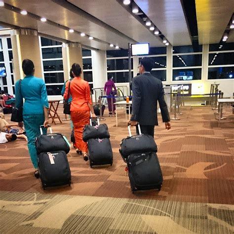 boarding ga gaurda indonesia business class flight review denpasar to sydney ga 714 a330 300
