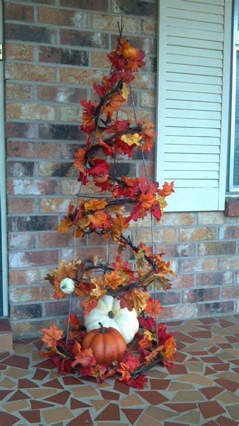 Halloween Front Yard Decoration Ideas - make a tomato cage fall tree craft projects for every fan
