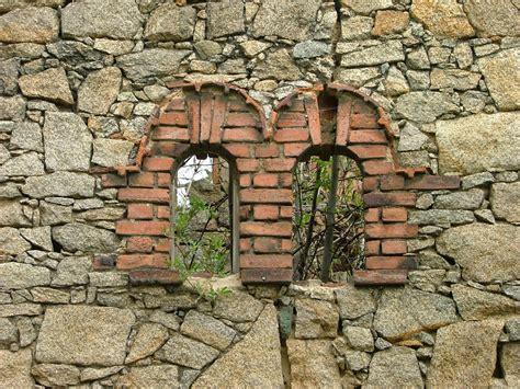 Natursteinmauer Mit Fenster by Natursteinwand Mit 2 Ehemaligen Fenstern Fachwerk De