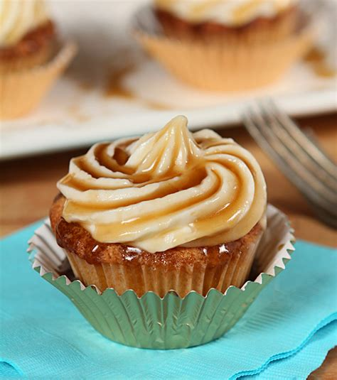 jack daniels honey cupcakes jack daniels honey whiskey cupcakes with a bourbon drizzle