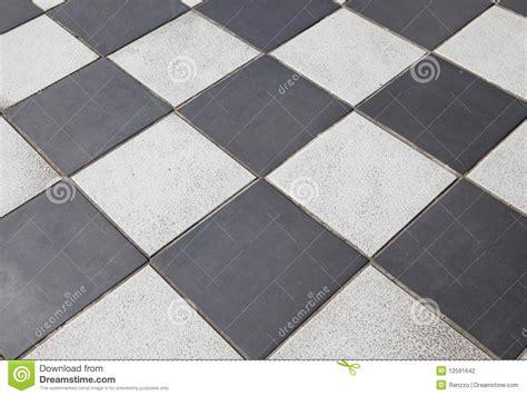 pavimenti geometrici pavimento coperto di tegoli in bianco e nero fotografia