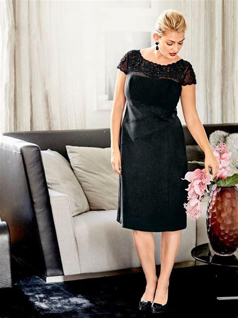 Robe De Mariée Droite Dentelle - robe droite chic manches courtes en dentelle et perles