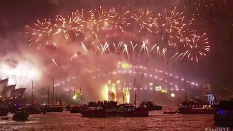 new year dinner 2018 sydney big ben booms in 2018 as britain celebrates new year s