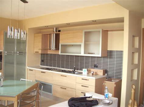 controsoffitto cucina foto chiusura cucina in cartongesso con faretti spalletta