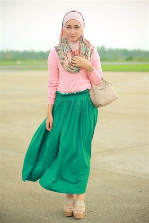 contoh gaya berpose dian pelangi 17 trend contoh baju muslim model sekarang 2015