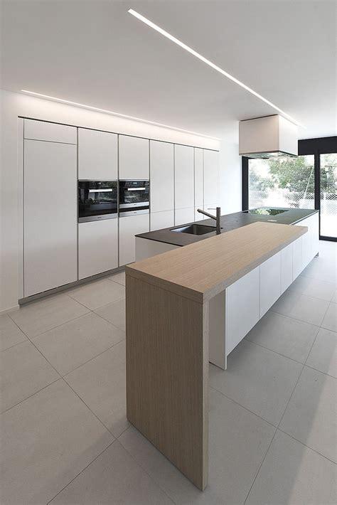 alea mobili cucina varenna alea moderna di design con piano snack in