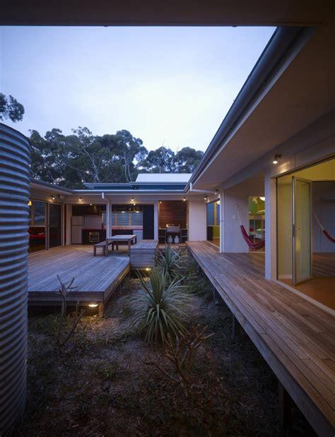 design inspiration  modern courtyard house studio mm