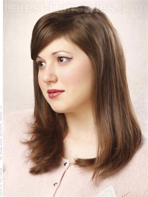 photos layered haircuts flatter round face women over 50 flattering medium length hairstyles for round faces