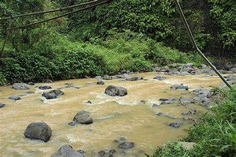 Menyebrangi Sungai Air Mata berlibur ke air terjun sekumpul apa kabar buleleng berita buleleng terkini informasi