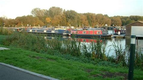 boat registration environment agency bbc news boat owners in reading and chertsey marinas