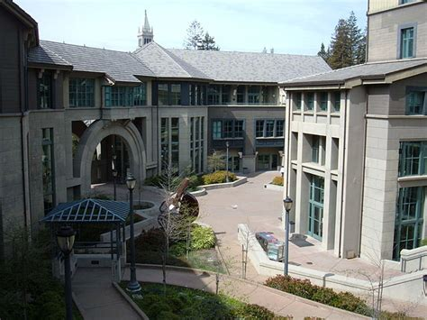 Berkeley Haas Mba by File Haas School Of Business Central Courtyard Jpg