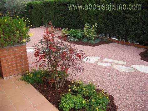 jardines con gravilla jard 237 n con grava jardindecora flores y plantas
