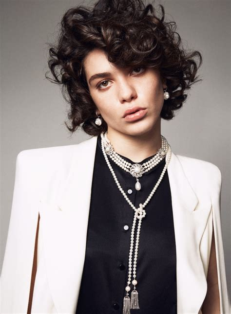 show me curly model pose hairstyles steffy argelich vogue turkey may 2015 img models