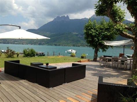 Lac Annecy : maison de standing pieds dans l'eau vue montagne Haute Savoie Abritel