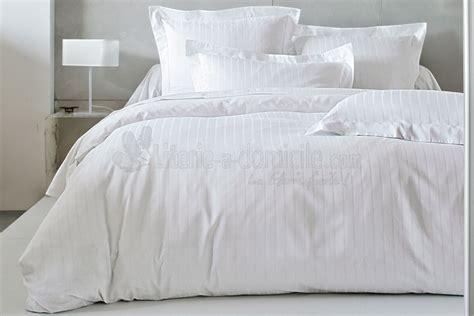 lit blanc paure de lit satin blanc literie a domicile