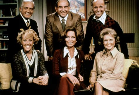 amazon com the mary tyler moore show the complete photos mary tyler moore life and career variety