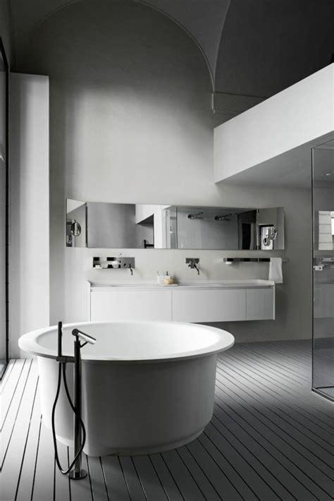 designer spiegel für badezimmer regal badewannen design