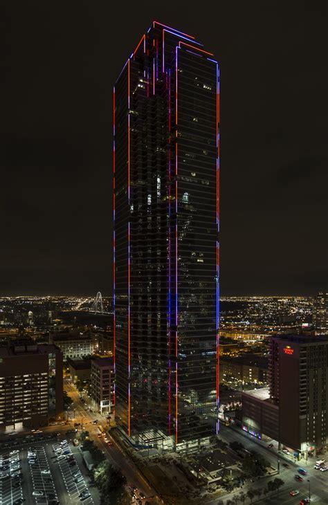New Lights by Dallas Tallest Skyscraper Lights Up Downtown Again Kera News
