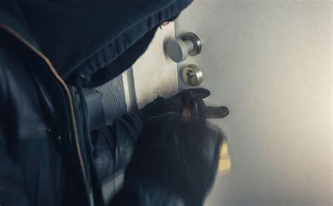 furti in appartamento furti in appartamento rubate armi a mantova e lecce