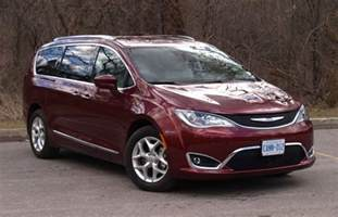 Chrysler Pacifica Minivan Review 2017 Chrysler Pacifica Driving