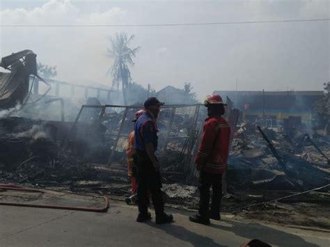 sebuah gudang terbakar jalan agus salim bekasi ditutup
